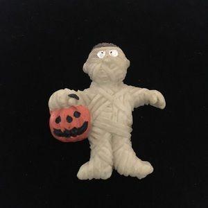 Vintage Halloween 🎃 mummy pin